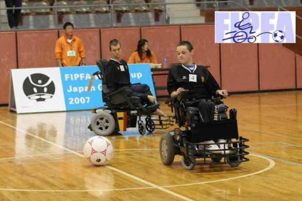 Futbol en silla motrizada